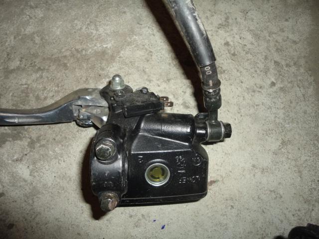 /honda/CBR_600_rr_2005_2006/Тормозная система: тормозная машинка передняя 45510-MEE-006.