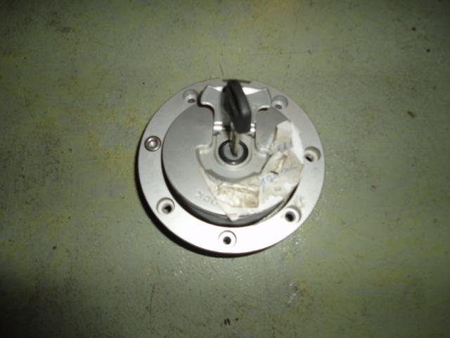 /honda/CBR_600_rr_2005_2006/Замок (крышка) бензобака с ключом 17620-MCJ-751.