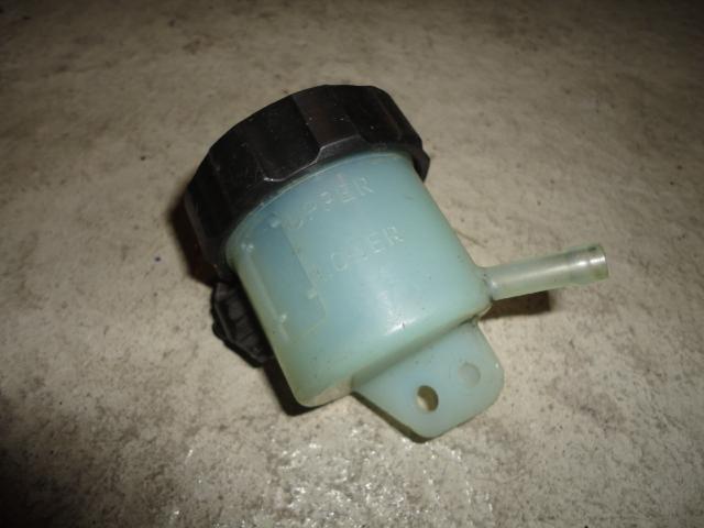 /yamaha/YZF_R1_2004_2005_2006/Тормозная система: бачок тормозной передний 5SL-25894-20-00 / 5VY-25852-00-00.