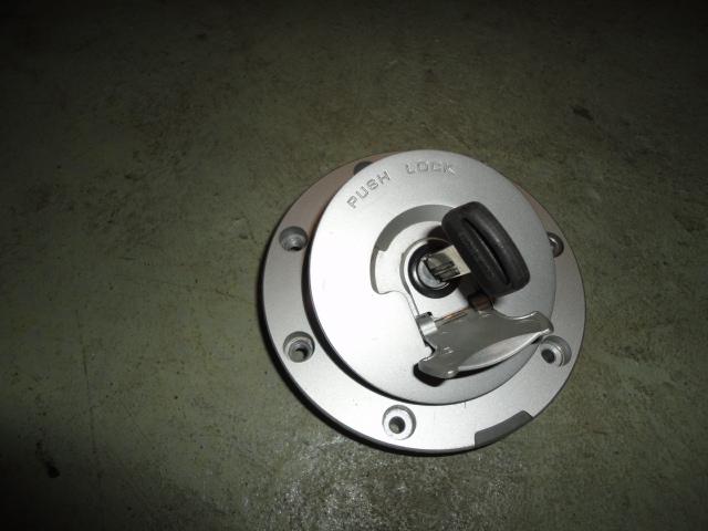 /honda/HONDACBR1000RR2004-2005/Замок (крышка) бензобака с ключом 17620-MCJ-751.
