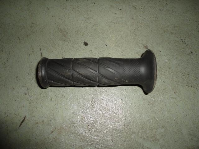 /yamaha/YZF_R1_1998_2001/Рукоятка руля левая 4YR-26241-02-00 (4YR-26241-01-00, 4YR-26241-00-00).