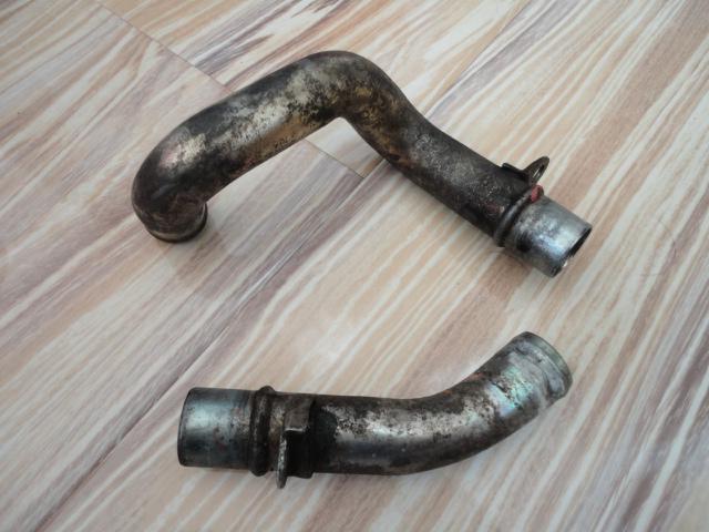 /yamaha/YZF_R1_1998_2001/Двигатель: трубки помпы 4XV-12483-00-00 (изогнутая) и 4XV-12482-00-00.
