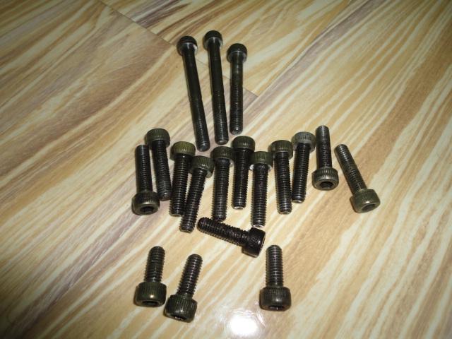 /yamaha/YZF_R1_1998_2001/Крепеж: болты, цвет черный, головка под шестигранник № 30, диаметр 6 мм, длина: 60мм - 2 шт, 45мм - 1 шт, 25мм - 11 шт, 20мм - 1 шт, 16мм - 2 шт, 14мм - 1 шт, 12мм - 6 шт.