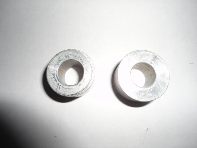 /honda/HONDACBR1000RR2004-2005/Крепеж: втулка крепления мотор-рама 50191-MEL-000, 50193-MEL-000.