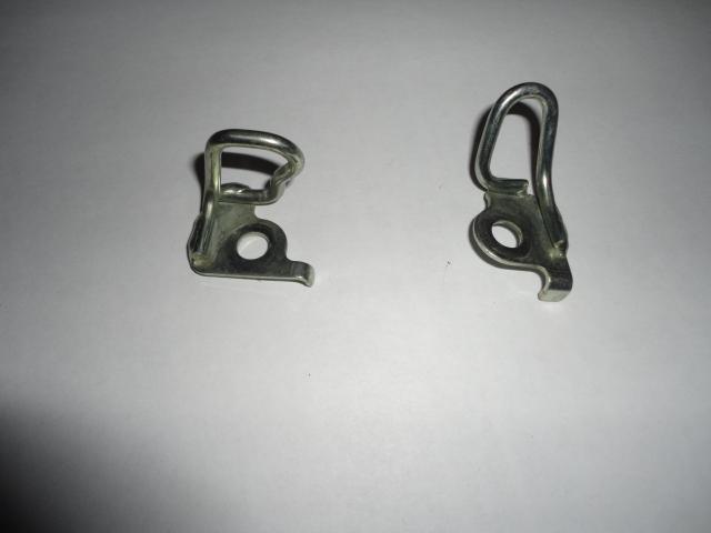/honda/HONDACBR1000RR2004-2005/Направляющий крючок 77105-MEL-000 (R) / 77106-MEL-000 (L).