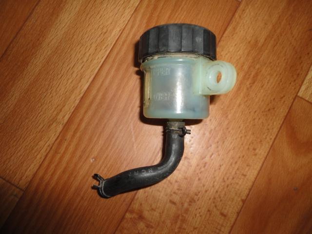 /yamaha/YZF_R1_2004_2005_2006/Тормозная система: бачок тормозной задний 5SL-25894-00-00/5SL-25852-00-00.