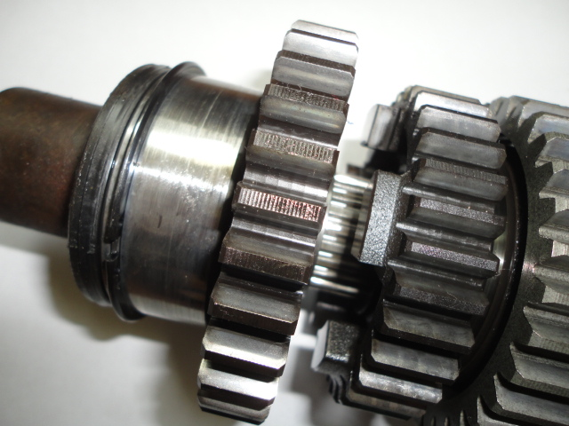 /yamaha/YZF_R1_2004_2005_2006/Двигатель: вал КПП вторичный.