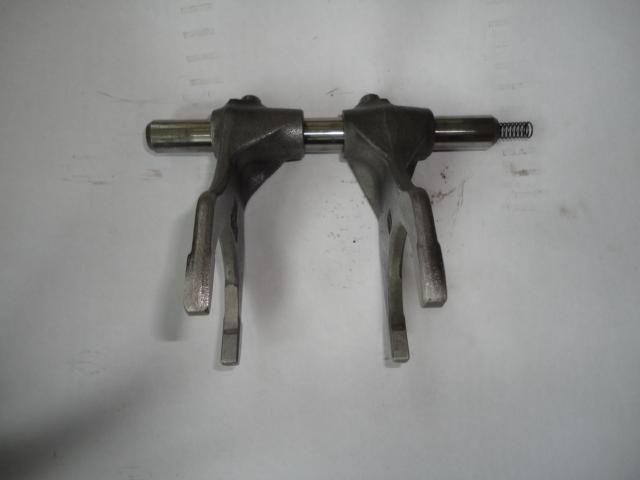 /yamaha/YZF_R1_2004_2005_2006/Двигатель: вилки КПП 5VY-18511-01-00/5VY-18513-01-00 с валом 5VY-18535-00-00.