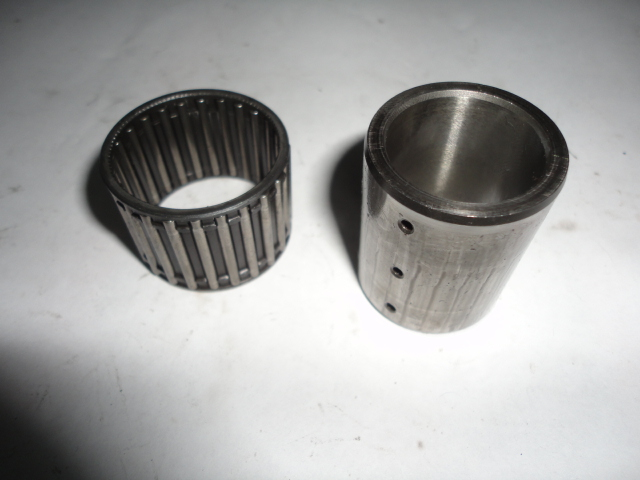 /yamaha/YZF_R1_2004_2005_2006/Двигатель: подшипник корзины сцепления игольчатый 93310-232R9-00 с втулкой 5VY-16181-00-00.